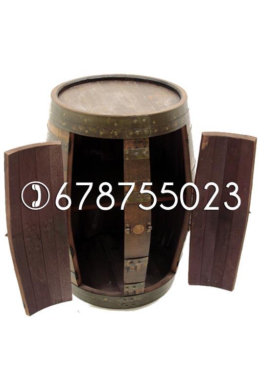 Botellero hecho de barriles usados.