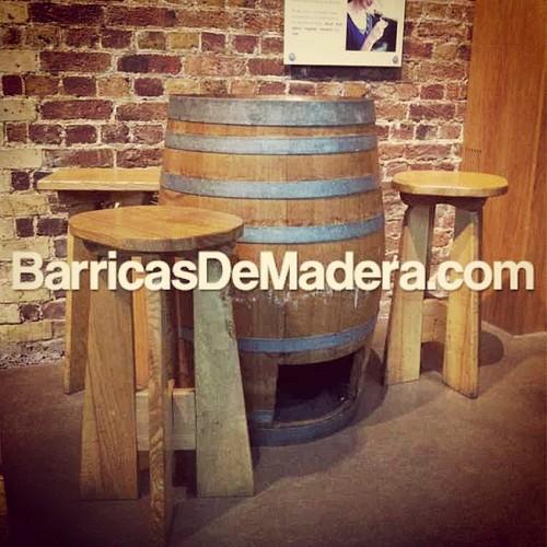 conjunto barrica banquetas taburetes barriles bar terraza jardin eventos