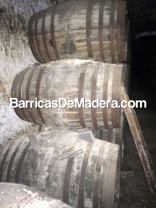used-oak-sherry-whiskey-casks